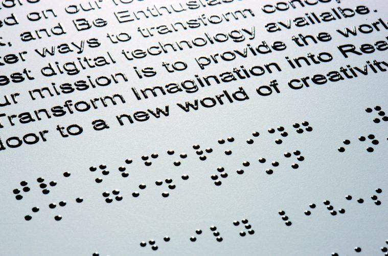 Un grupo de científicos en EEUU desarrolla un prototipo de tableta braille