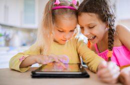 niños jugando con tablet amazon