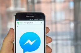 Facebook inhabilita el envío de mensajes dentro de su web app móvil e invita a usar Messenger
