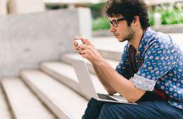 8 datos para asumir que somos unos adictos al móvil