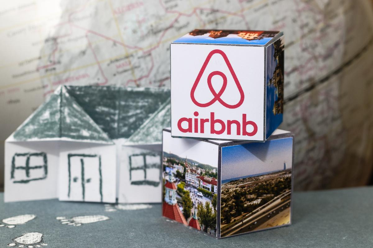 Los creadores de Airbnb caminan juntos desde la universidad.