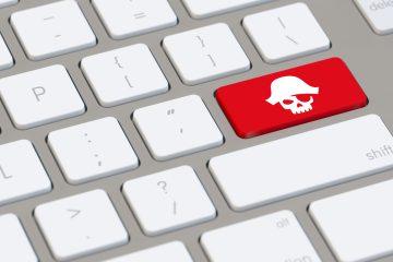 La piratería en Facebook hace que la red elimine nueve grupos.