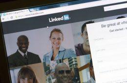 LinkedIn refuerza su papel como medio de comunicación mostrando a tus contactos online