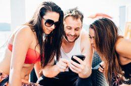 Redes sociales y vacaciones: más de un tercio de los millennials quieren engañarte con sus fotos desde la playa (y tú también a ellos)