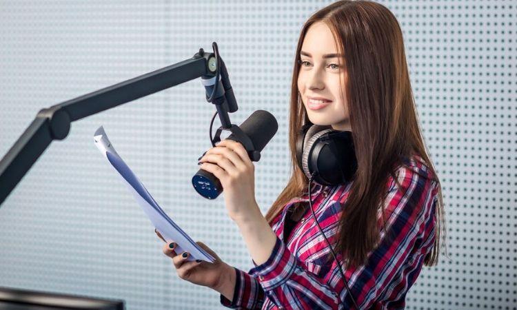 Google lanza un programa de aceleración para podcasters