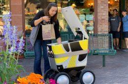 España debate sobre los riders de Deliveroo o Glovo; Postmates empieza a entregar con robots