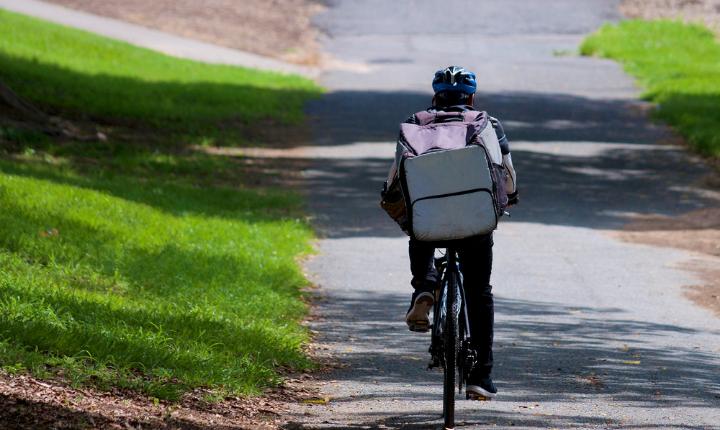 El Gobierno aprueba la Ley Rider y da 3 meses a las empresas para contratar a sus repartidores